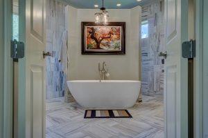 rätt badrumsbelysning ger badrummet ett ansiktslyft.